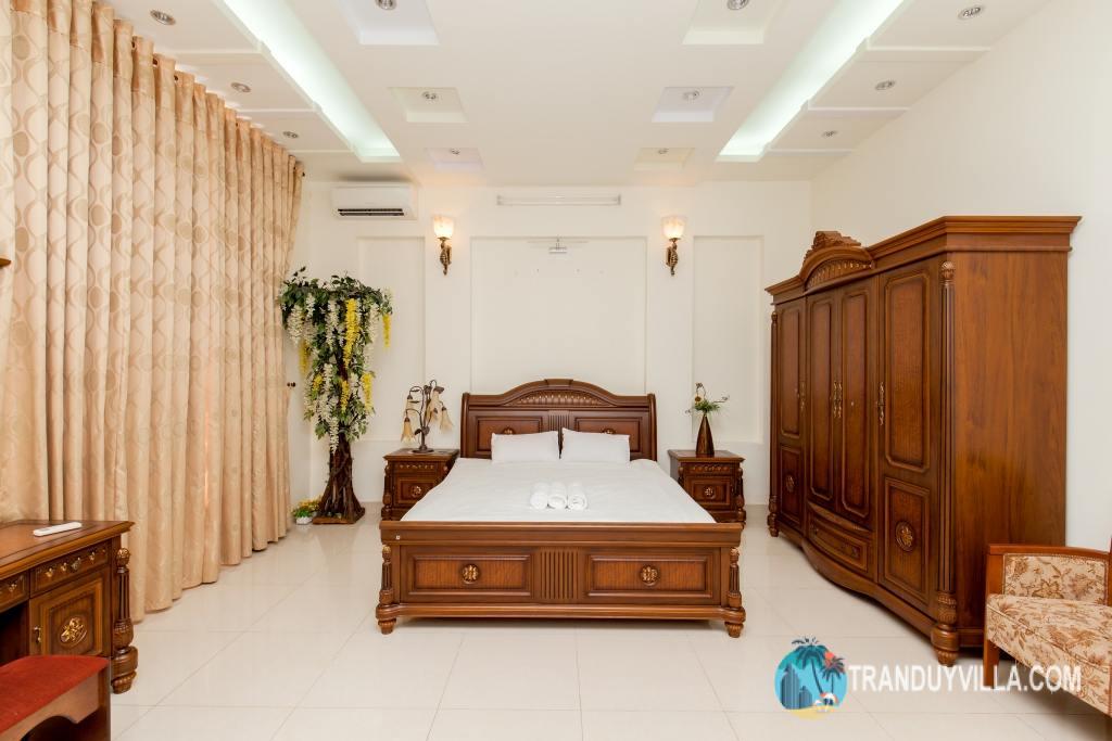 5 phòng ngủ thiết kế rộng rãi, đẹp, nội thất đồ gỗ cao cấp và hiện đại, đầy đủ tiện nghi, Trong đó có 1 phòng tập thể.